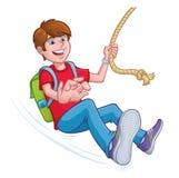 Junge, der auf einem Seil mit einem Rucksack schwingt Stockbilder