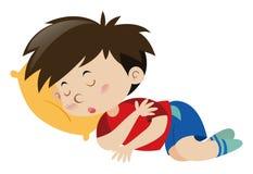 Junge, der auf gelbem Kissen schläft Stockfoto