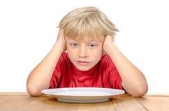 Junge, der auf seine Mahlzeit wartet Lizenzfreie Stockbilder