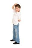 Junge, der auf Weiß aufwirft Stockfoto