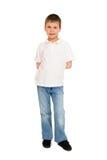 Junge, der auf Weiß aufwirft Stockfotos