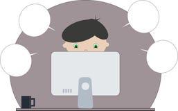 Junge, der am Computer sitzt büro studie Konzentration Lizenzfreie Stockfotografie