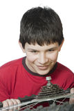 Junge, der das Fahrrad repariert Lizenzfreies Stockbild