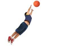 Junge, der den Basketball getrennt spielt. Fliegen und Springen Stockbild