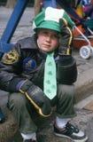 Junge, der des Tagesdie parade 1987 Str.-Patricks überwacht Lizenzfreies Stockfoto