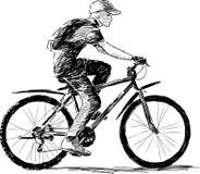 Junge, der ein Fahrrad reitet Stockbild