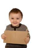 Junge, der eine Pappe anhält Lizenzfreies Stockbild
