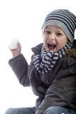Junge, der eine Schnekugel wirft Stockbilder
