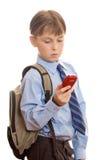 Junge, der einen Handy verwendet Stockfotos