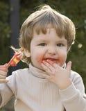 Junge, der Eiscreme isst Lizenzfreies Stockbild