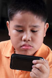 Junge, der Geräte spielt Lizenzfreies Stockbild