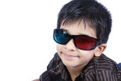 Junge, der Gläser 3d trägt Lizenzfreie Stockfotos