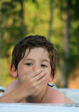 Junge in der heißen Wanne Stockfotografie