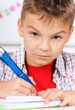 Junge, der Heimarbeit tut Lizenzfreies Stockfoto