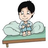 Junge, der im Bett sitzt Stockfotos