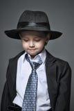 Junge in der Klage Stockbild