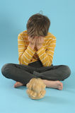 Junge in der Meditation Stockbild