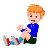 Junge, der mit einem Kratzer auf seinem Knie schreit lizenzfreie abbildung