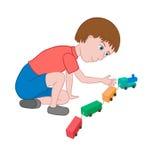 Junge, der mit einem Spielzeugzug spielt Stockbild