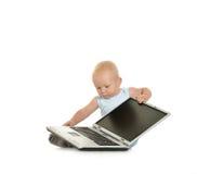 Junge, der mit Laptop spielt Lizenzfreies Stockbild