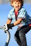 Junge, der Modell spielt Stockfotografie