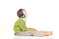 Junge, der Musik hört Lizenzfreie Stockbilder