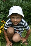 Junge in der Natur lizenzfreies stockbild