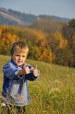 Junge, der o.k. kennzeichnet Stockfoto