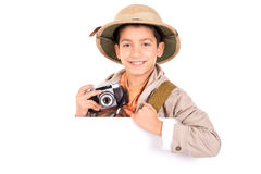Junge in der Safarikleidung Stockfotografie