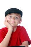 Junge in der schwarzen Schutzkappe lizenzfreies stockfoto