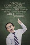 Junge, der seine Aspirationen zeigt stockbilder