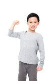 Junge, der seine Energie über Weiß zeigt Lizenzfreies Stockfoto