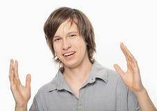 Junge, der seine Gefühle durch Hände zeigt Lizenzfreie Stockfotografie