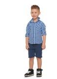 Junge in der Sommerkleidung Lizenzfreie Stockfotos