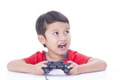 Junge, der Videospiel spielt Lizenzfreie Stockbilder