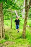 Junge, der weg gehen wandert Stockfotos