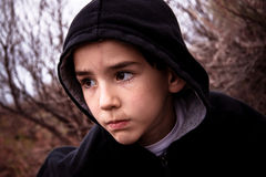 Junge in der Wildnis Stockfotografie
