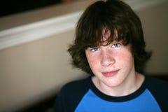 Junge des jungen jugendlich mit Freckles lizenzfreies stockbild