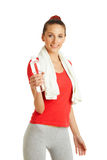 Junge Eignungsfrau, die Flasche Wasser hält Lizenzfreie Stockbilder