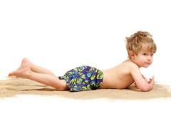 Junge in einem Badeanzug lizenzfreies stockbild