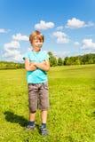 Junge in einem Feldporträt Lizenzfreie Stockfotografie