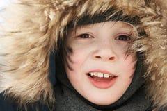 Junge in einem warmen Hut Stockbild