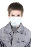 Junge in einer medizinischen Schablone. Stockbilder