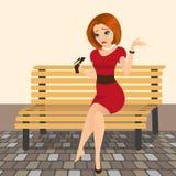 Junge elegante Frau schreit in der Straße wegen einer defekten Ferse Lizenzfreies Stockfoto