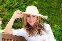 Junge entspannende Frau Lizenzfreies Stockfoto