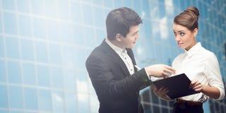 Junge erfolgreiche Geschäftsleute Lizenzfreies Stockfoto