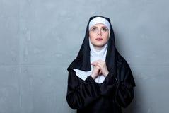 Junge ernste Nonne Stockfotos