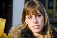 Junge erwachsene Frau mit dem blonden Haar, das weg schaut Lizenzfreie Stockbilder