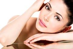 Junge erwachsene Frau mit schönem Gesicht Stockbilder