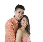 Junge erwachsene Paare, die Glück zeigen stockfotografie